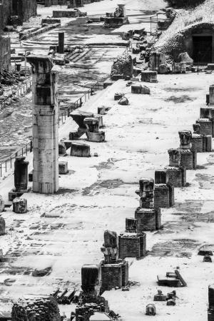 Túlélő oszlopok műemlék a Forum Romanum, Olaszország