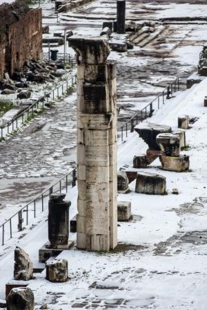Túlélő oszlopa műemlék a Forum Romanum, Olaszország Stock fotó