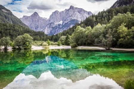 Lac Jasna près de Kranjska Gora, Slovénie Banque d'images - 15701443