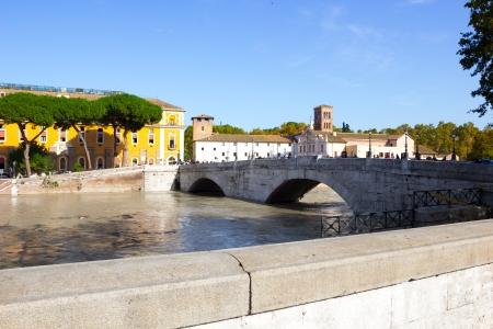 tiber: Isla Tiberina y el T�ber inund�, Roma, Italia Foto de archivo