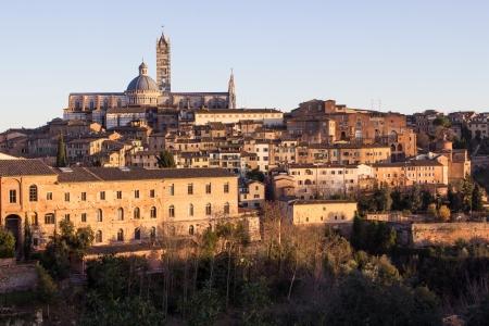 Székesegyház, a régi város a középkori Siena napnyugtakor