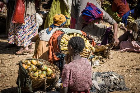 DORZE, ETHIOPIA - JANUARY 1, 2009  Women selling fruit at the market on January 1, 2009 in Dorze, Ethiopia  Éditoriale