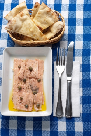 marinated salmon with cappers and olive oil