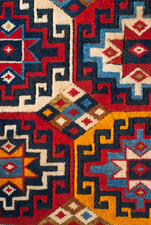 een mooie en gekleurde turkish kelim
