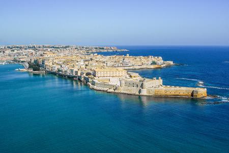 Küstenstadt Syrakus Sizilien und alte Ortigia Insel