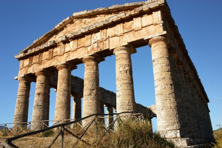 peripteral: Temple of Segesta