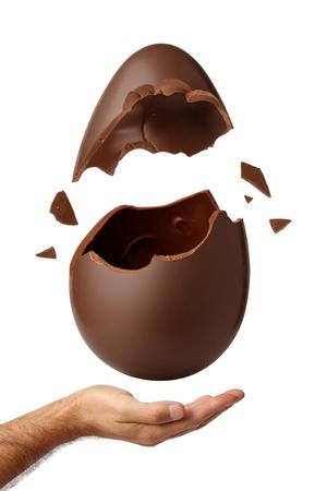 Osterei explodierte auf die Handfläche