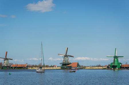 molinos de viento: Molinos de viento en Zaanse Schans Holanda