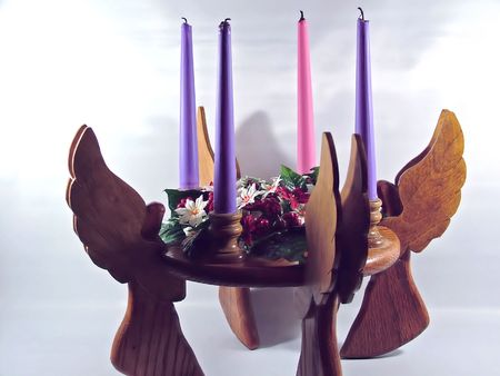 the advent wreath: advenimiento de madera con velas de �ngeles