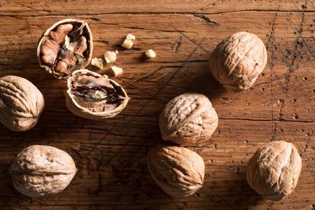 Walnuts on a chopping block 版權商用圖片