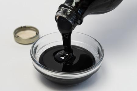 成分ボウルに糖蜜を注ぐ
