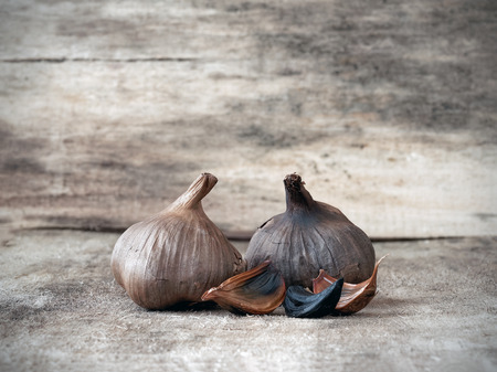 fresh garlic: Fermented black garlic bulbs and cloves Stock Photo
