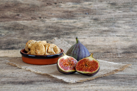 purple fig: Fresh cut figs and dried figs in a bowl