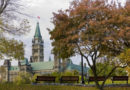 The canadian Parliament seen from park benches in Major