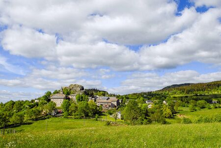 Village of Queyrieres in the mountains of Auvergne in spring Banque d'images