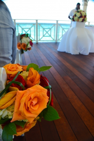 Flower centerpieces from a gazebo beach wedding in the Bahamas  Features sun, sand, and surf in background Stock Photo
