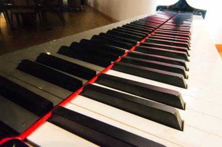 Bekijk onderaan piano keyboard.