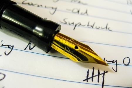 エレガントなゴールドのペン先に高級万年筆 写真素材