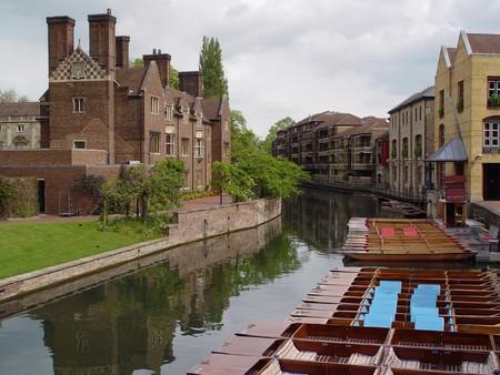 tranquil river scene cambridge england
