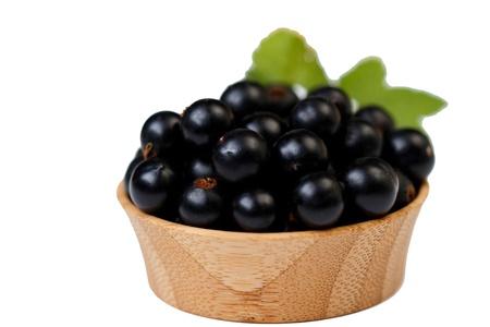 Blackberries in a wooden bowl