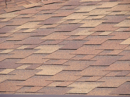 Shingles roofing surface tiles overlay pattern Building top Background Architecture construction Banque d'images