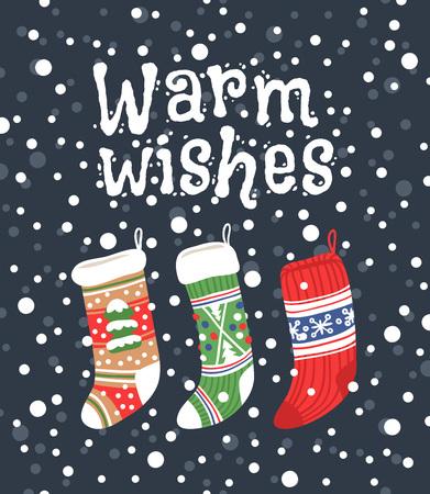 Hand getrokken kaart met kerst sokken voor geschenken en tekst Warm wensen. Vakantie achtergrond. Abstracte doodle tekening. Vector kunst illustratie Stock Illustratie