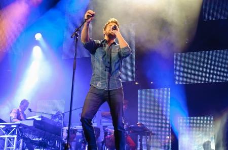 pablo: Cordoba, Spagna 24 maggio: Pablo Alboran durante il loro tour di concerti Sia a Cordoba. Campo Fontanar calcio il 24 Maggio 2013 a Cordoba in Spagna.