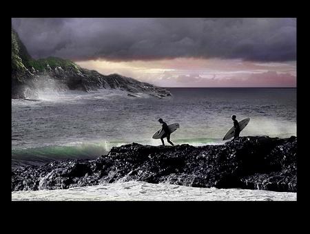 mare agitato: Andando Surf oggi Archivio Fotografico