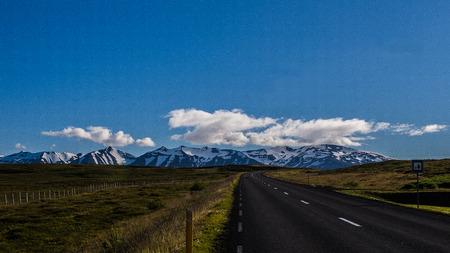 soledad: carretera de la soledad se ejecute en el paisaje soledad