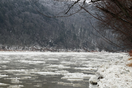 Ice floating down the Susquehanna River on a cold winter day. Reklamní fotografie