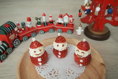 Cute Little Ichigo Strawberry and Cream Santa Claus - a healthy Christmas Treat Stock Photo