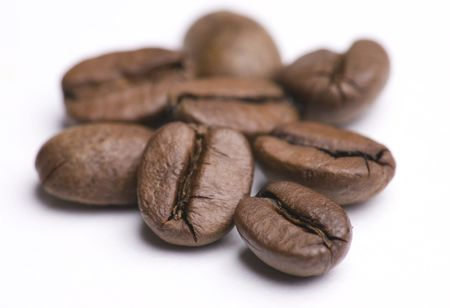 Close up of group of coffee beans isolated on white background Imagens
