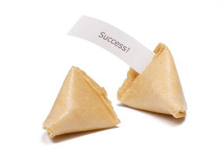 成功メッセージと白で 2 つのフォーチュン クッキー isloated
