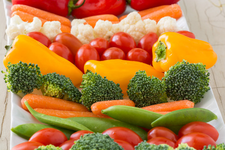 Closeup of vegetable tray with assorted cut vegetables and dip. Imagens
