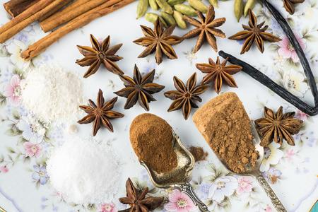 菓子のための各種スパイスのクローズ アップ。