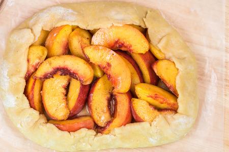 日干しスパイス桃ガレット - オーブンする準備ができてのクローズ アップ。