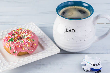 Greeting with donut and a cup of coffee for Fathers Day from chiidren. Imagens