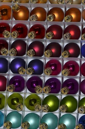 カラフルなクリスマスツリーの装飾のためのビーズボーブル