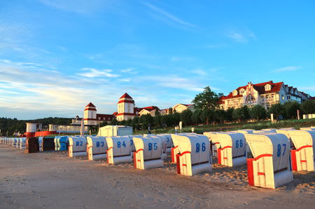 Binz, Germany - August 17, 2016: Houses and beach chairs in the sun rising on the island of Ruegen 新聞圖片