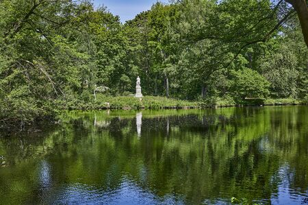 Rural scene in a public park in the middle of the capital Berlin, Germany, with a view of trees that are reflected in the water. Standard-Bild