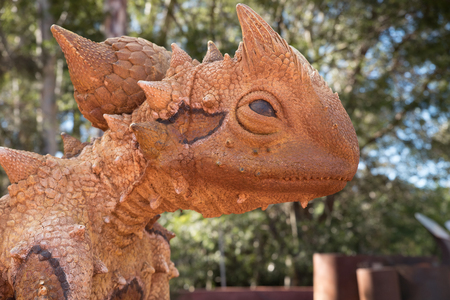 Features of a lizard statue within the Botanical Gardens, Canberra, Australia Stok Fotoğraf