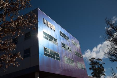 Sign on building reading - Australian National University Editöryel