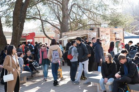 Pop-up food vendors set up to serve students at the Australian National University, Canberra, Australia Editöryel
