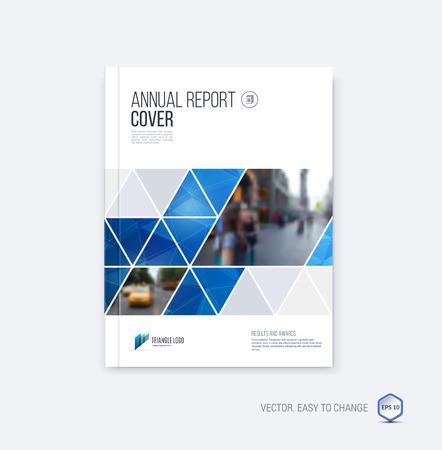 Brochure template lay-out, hoesontwerp jaarverslag, tijdschrift, flyer of boekje in A4 met blauwe geometrische vormen op veelhoekige achtergrond.