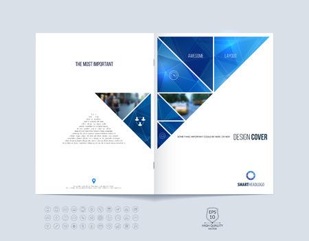 il layout modello di brochure, di copertura di relazione annuale, rivista, volantino o un opuscolo in formato A4 con dinamiche forme geometriche triangolari blu su sfondo poligonale. Illustrazione vettoriale.