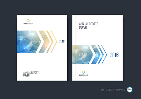 Set van Brochure sjabloon lay-out, cover ontwerp jaarverslag, tijdschrift, flyer of boekje in A4 met blauwe dynamische pijlen en geometrische vormen op veelhoekige achtergrond. Vector illustratie.