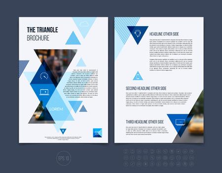 Brochure template lay-out, hoesontwerp jaarverslag, tijdschrift, flyer of boekje in A4 met blauwe dynamische driehoekige geometrische vormen op een witte achtergrond. Vector Illustratie.