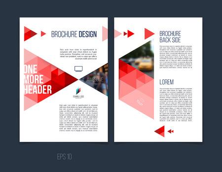 Brochure sjabloon lay-out, cover ontwerp jaarverslag, tijdschrift, flyer of boekje in A4 met rode dynamische driehoekige geometrische vormen op witte achtergrond. Vector illustratie.