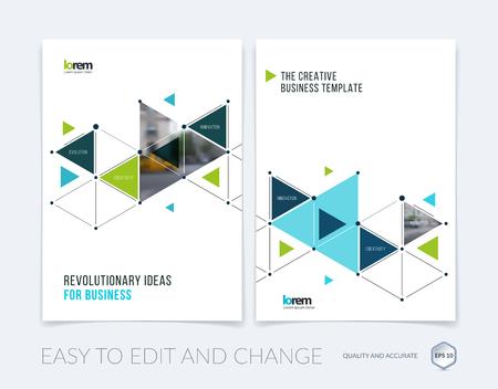 Vectorontwerp voor dekkings jaarverslag. Brochure of flyer in A4 met blauwe driehoekjes en pijlen voor zakelijk gebruik en communicatie in vlakke stijl met rasteraansluiting. Abstracte moderne poster.