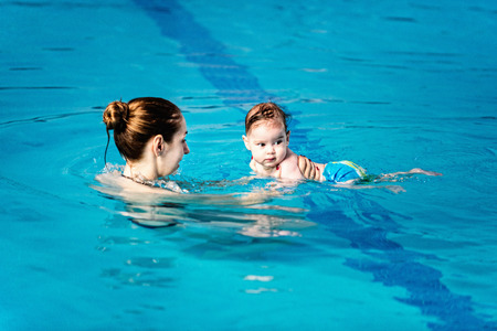 6 12 months: Baby boy with mother in swimming pool Stock Photo